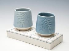 Tea bowls and plinth